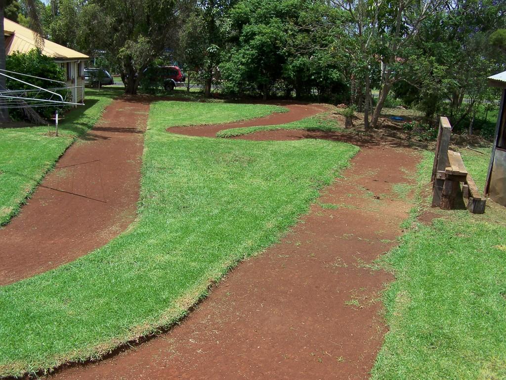 The roadrunner 39 s backyard rc tracks for House of tracks